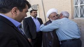 تقدیر مسئولان استان از خانواده های شهدا و حضور در منزل دو شهید به روایت تصویر